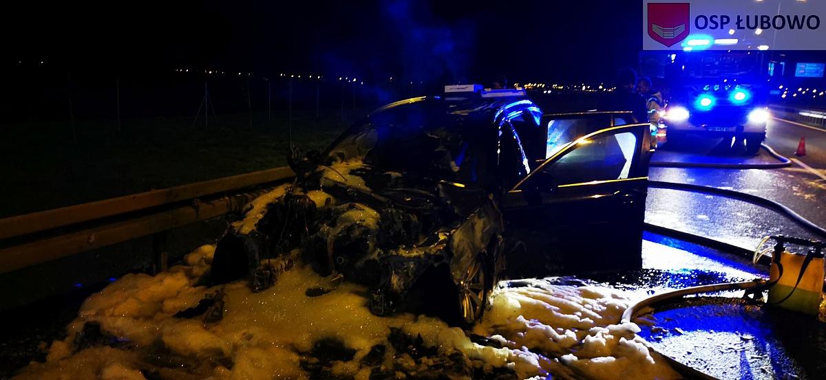 Pomiędzy Łubowem a Gnieznem spłonęło BMW