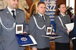 Gnieźnieńscy policjanci uratowali mężczyznę - otrzymali Kryształowe Gwiazdy