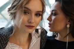 Jak dobrać złote kolczyki do fryzury? Inspiracje i garść porad dla kobiet