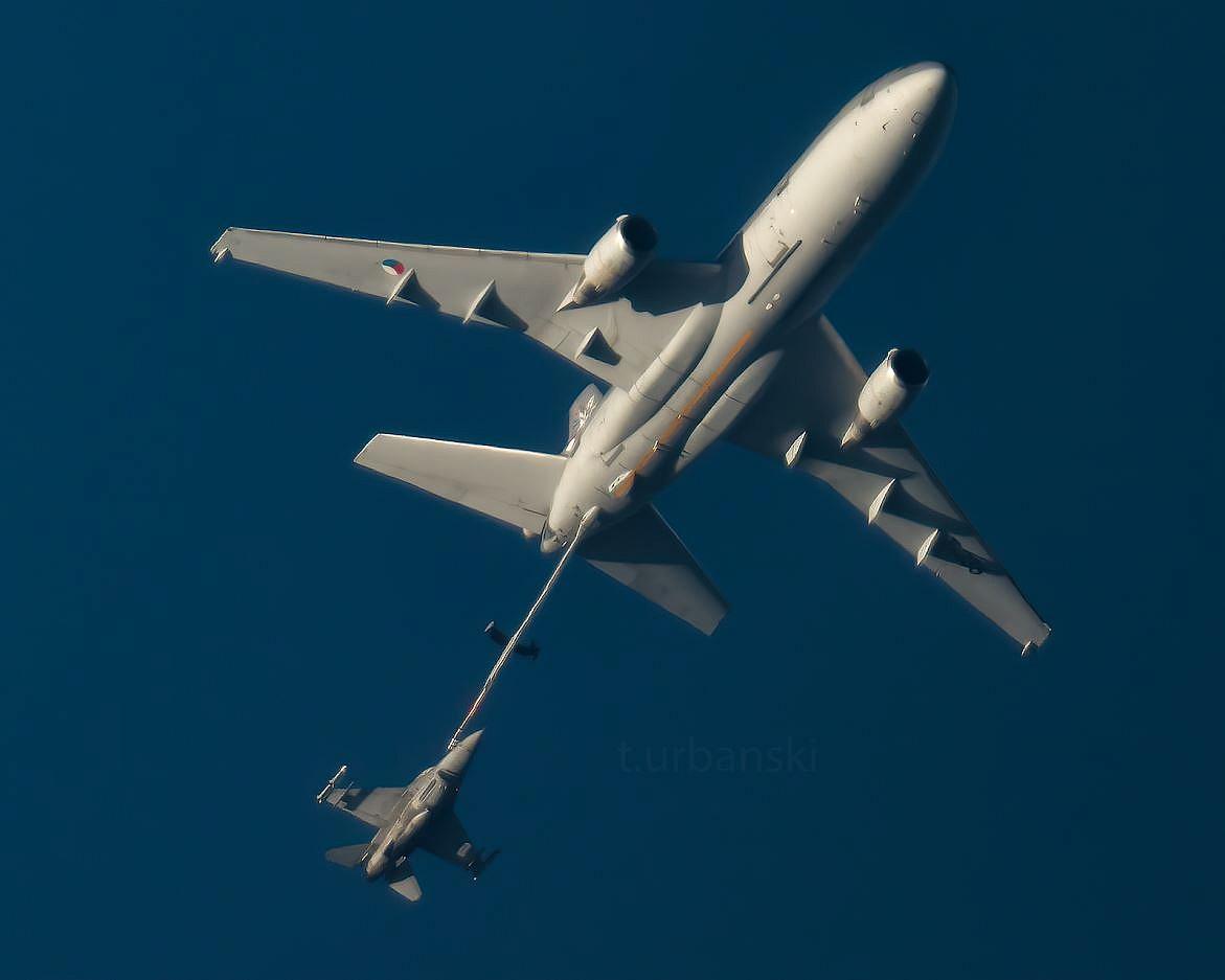 Tankowanie myśliwców F-16 nad Gnieznem! Niesamowite zdjęcia!