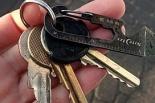 Znaleziono klucze na myjni przy stacji paliw Shell