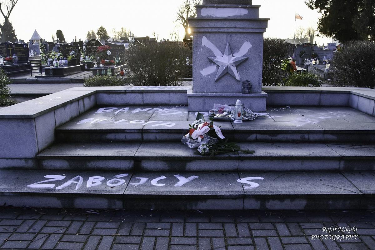 Zniszczyli pomnik upamiętniający poległych żołnierzy Armii Czerwonej