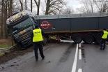 Ciężarówka zablokowała drogę w Działyniu