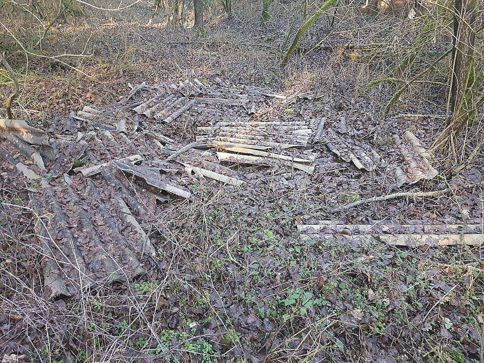 Eternit w lesie - Starostwo Powiatowe szybko zareagowało