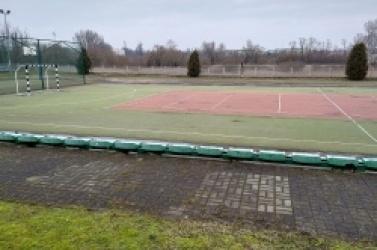 Rakotwórcze boiska w gnieźnieńskich szkołach?
