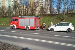 Kolizja samochodu strażackiego z autem osobowym