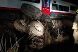 Ciagnik rolniczy wjechał wprost pod nadjeżdżający pociąg