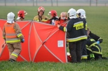 Potrącenie pieszego między Żelazkowem a Niechanowem! Na miejsce zadysponowano śmigłowiec LPR