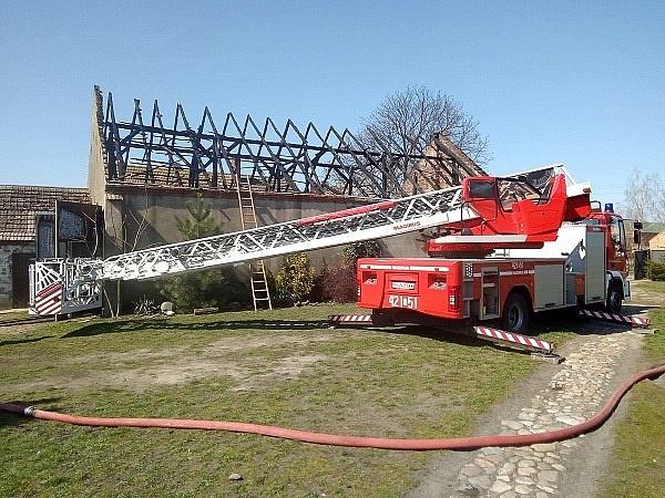 Spłonął budynek w Małachowie-Wierzbiczany