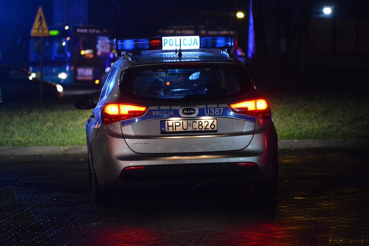 Dwóch policjantów w szpitalu po nocnej interwencji w Kiszkowie! Jeden z funkcjonariuszy ma złamaną nogę!