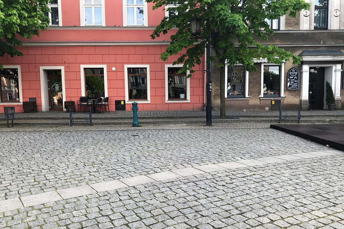 Dlaczego z gnieźnieńskiego Rynku zniknęły ławki?