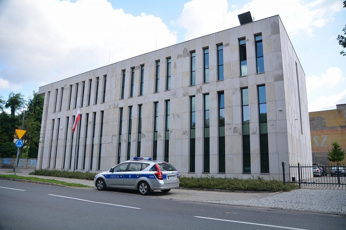 Samobójstwo na os. Piekary w Gnieźnie! Wisielca zauważył sąsiad