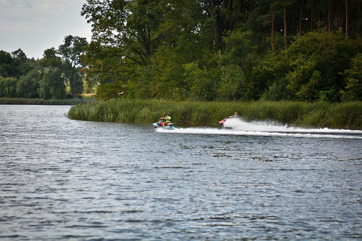 Motorówki i skutery wodne na jeziorach powiatu gnieźnieńskiego - co wolno