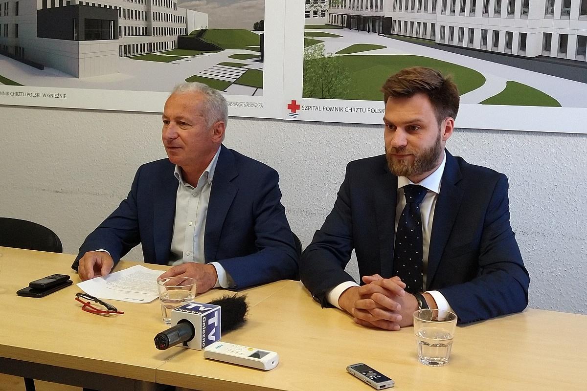 Nowy dyrektor Szpitala Pomnik Chrztu Polski w Gnieźnie oficjalnie przedstawiony przez starostę