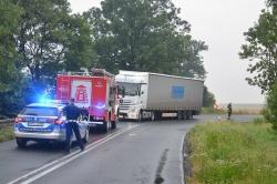 Zderzenie osobówki z ciężarówką w Oborze