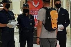 Obowiązek noszenia maseczek w sklepach i komunikacji publicznej