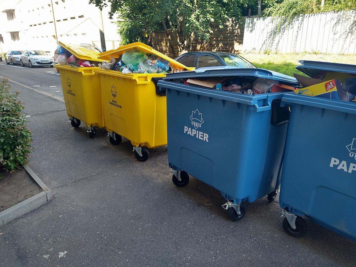 Ulica Świętokrzyska zastawiona śmietnikami! Mieszkańcy boją się o własne zdrowie i bezpieczeństwo