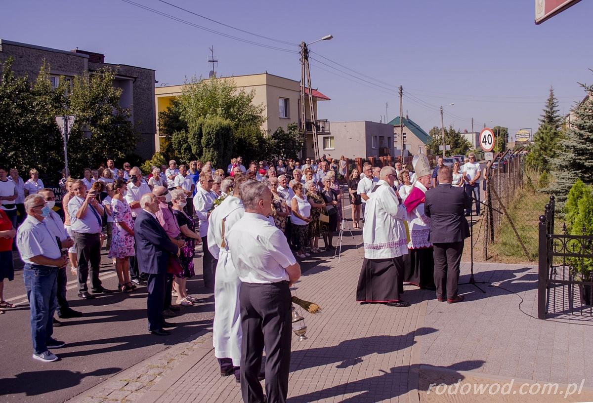 Kapliczka Matki Bożej Niepokalanego Poczęcia poświęcona i uroczyście odsłonięta