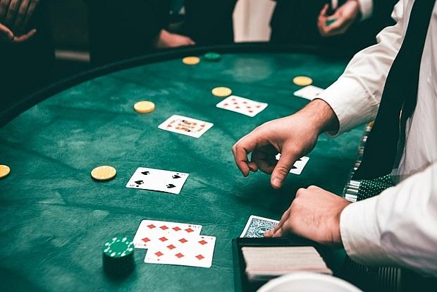Zakłady bukmacherskie czy kasyno online: podstawowe różnice