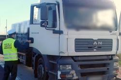 Przeładowaną i niesprawną ciężarówką po S5