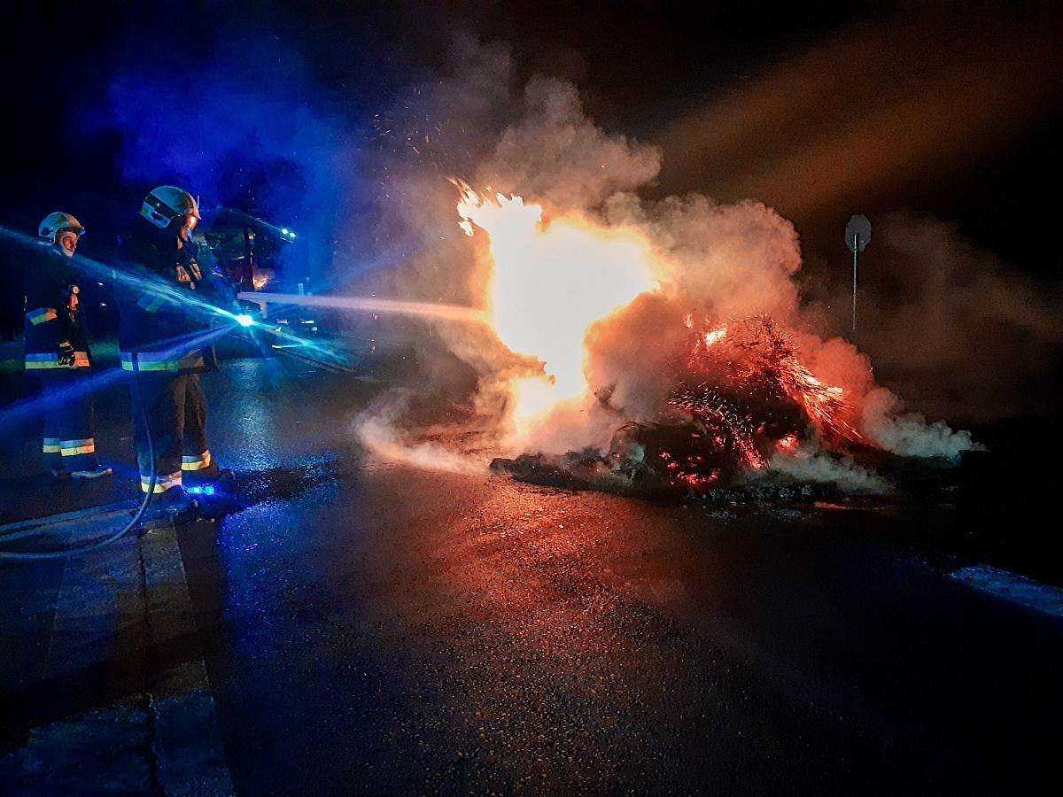 Płonąca barykada na drodze krajowej nr 15!