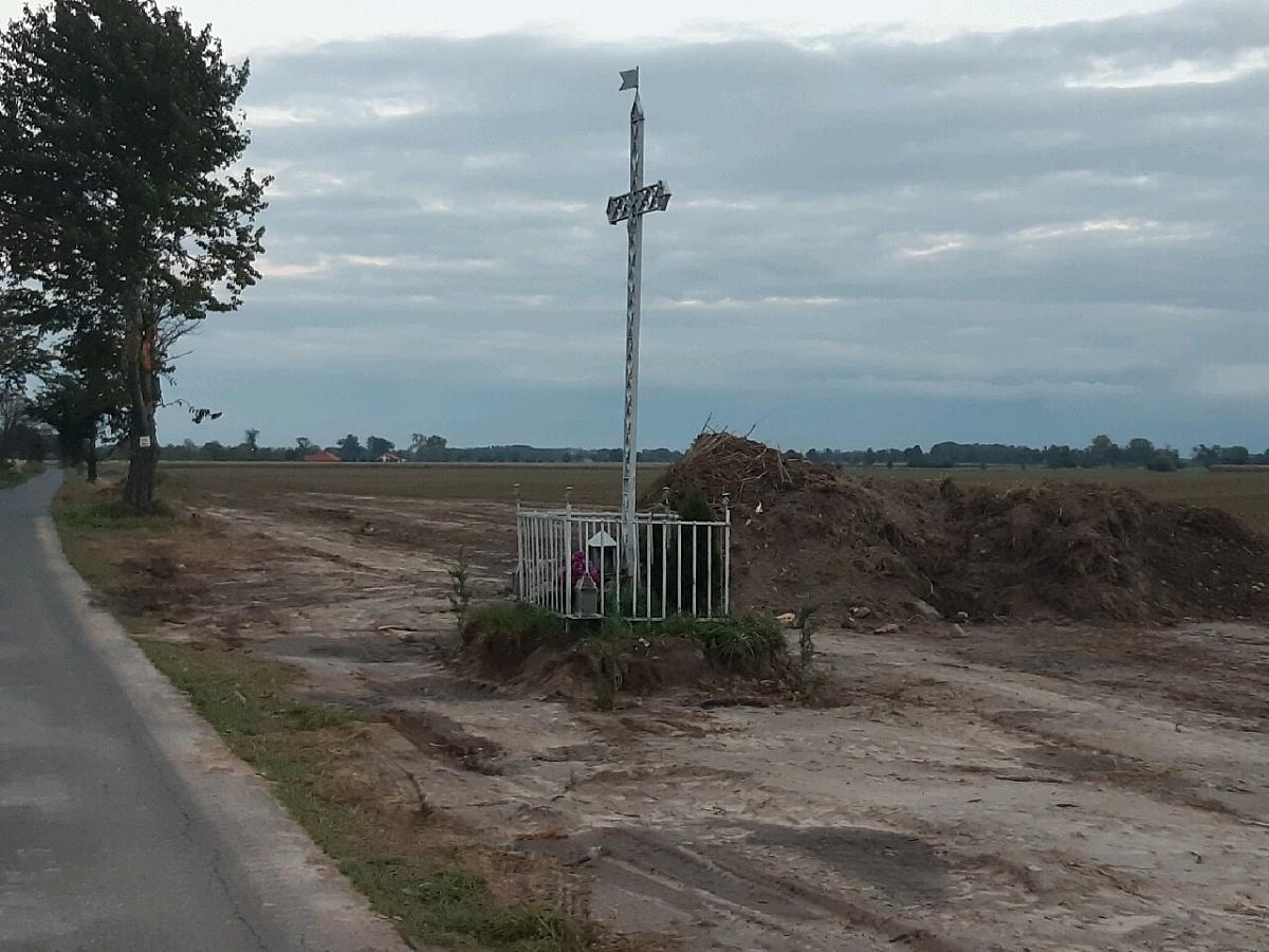 Wojna o krzyż w Goczałkowie! Rolnik zniszczył miejsce kultu religijnego i pas drogowy!