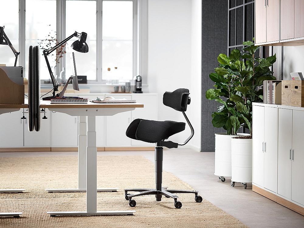 Produktywność pracownika a dobrze dobrane meble biurowe