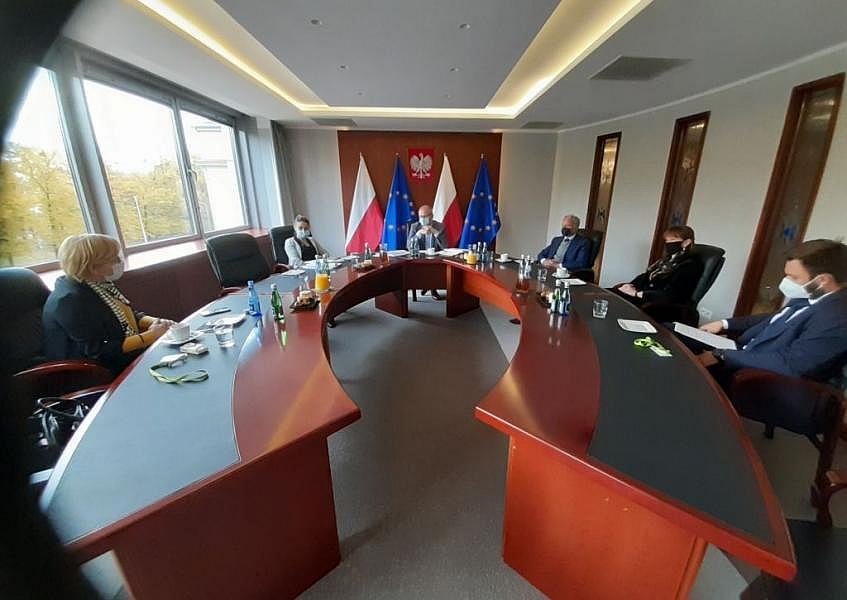 COVID-19 tematem spotkania z Wojewodą Wielkopolskim
