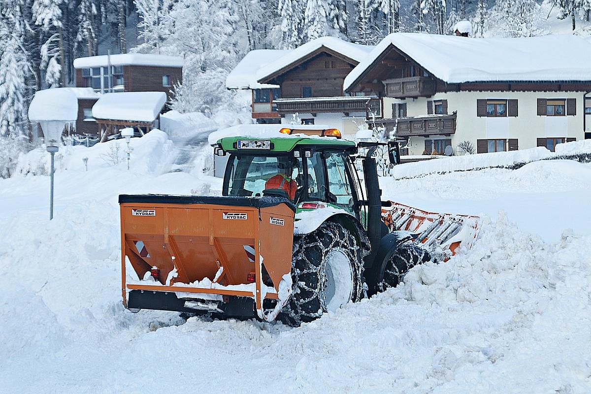 Pług do śniegu do traktorka - Czy warto?