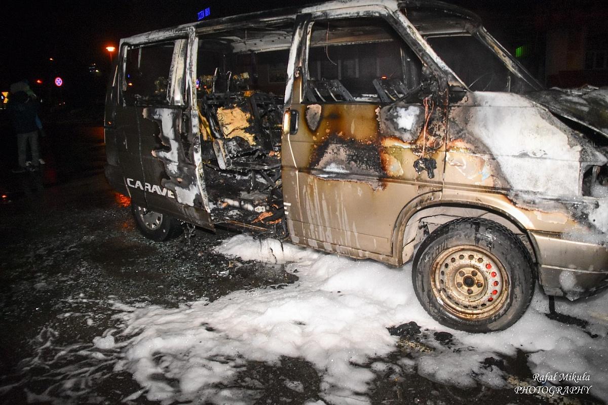 Pożar samochodu na os. Jagiellońskim (video)