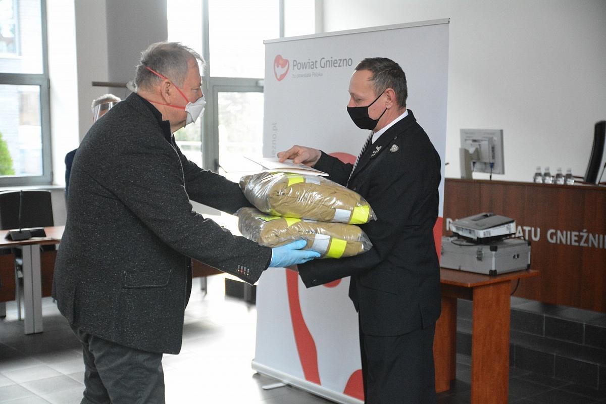 Nowe umundurowanie dla strażaków ochotników
