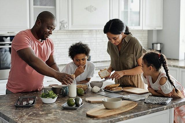 Jak wyposażyć kuchnię, by korzystanie z niej było przyjemnością?
