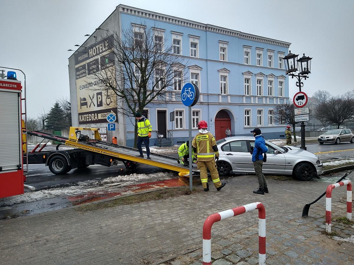 BMW wbiło się w latarnię