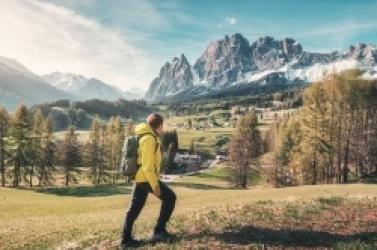 Jaką kurtkę wybrać na wiosenne trekkingi?