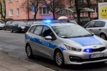Policjanci szybko znaleźli obcokrajowca, który dobijał się do mieszkań! Nie było powodu, żeby go zatrzymać
