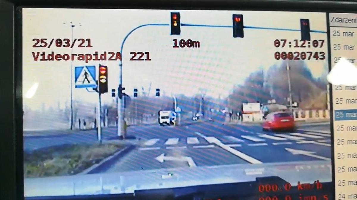 Przejechał na czerwonym świetle, a wszystko nagrali policjanci z gnieźnieńskiej grupy Speed