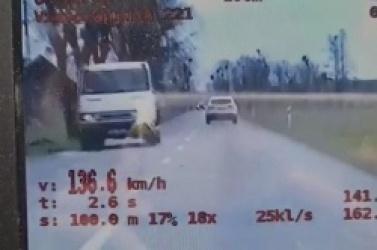 Pędził 136 km/h w terenie zabudowanym! Stracił prawo jazdy