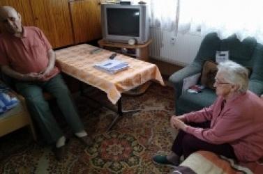 Starsze małżeństwo pozostawione samemu sobie