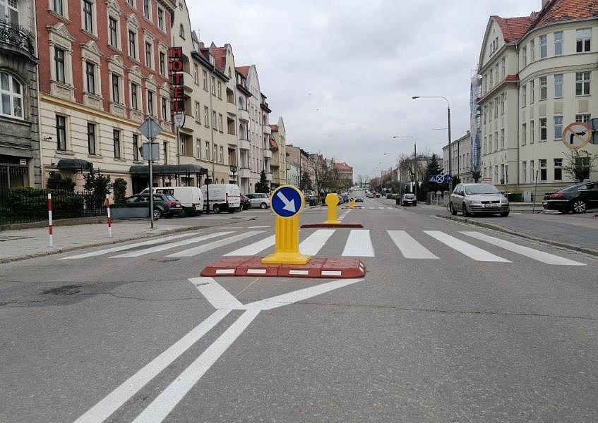 Azyle drogowe dla pieszych na ul. 3 Maja
