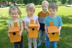 Przedszkolaki zbudowały budki dla ptaków