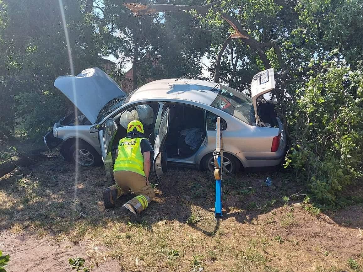 Wypadek w Chłądowie! Pijany kierowca podawał się za pasażera!
