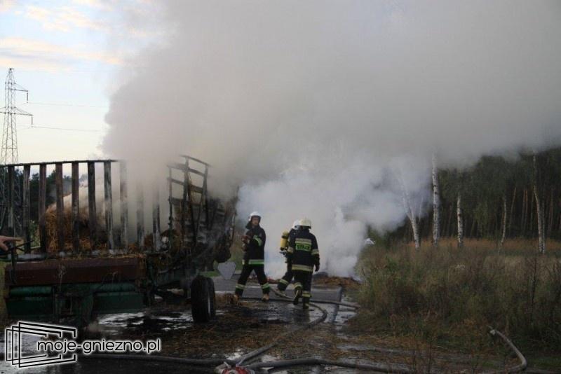 Pożar słomy na przyczepie w Kędzierzynie