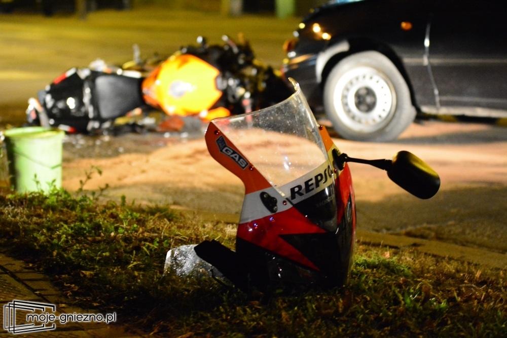 Czołowe zderzenie motocyklisty z samochodem w Gnieźnie!