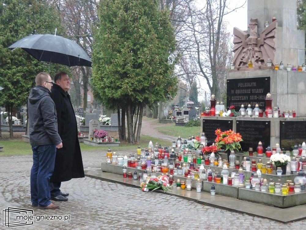 Prezydent Jacek Kowalski z wizytą na grobach żołnierzy