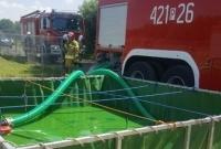Groźny pożar magazynu z materiałami niebezpiecznymi w Fałkowie