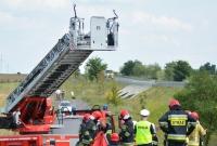 Zderzenie dwóch ciężarówek i osobówki między Gnieznem a Jankowem Dolnym! Cysterna stanęła w ogniu!