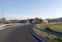 Wypadek na zjeździe z drogi S5! Auto przewróciło się na bok