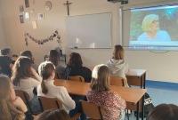 Lekcje o cyberprzemocy i szkodliwości używek