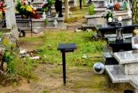 Burza zniszczyła groby