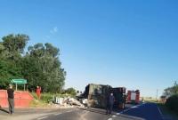 Wypadek ciężarówki przewożącej odpady! Auto zablokowało drogę